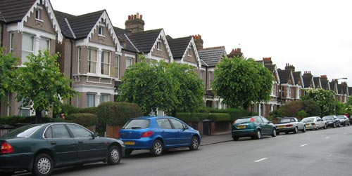 Bryon's neighborhood has rows of assembly-line houseser, maisonetteswhich  is a fun and common feature in London. Like American suburbs, they all look  the ...